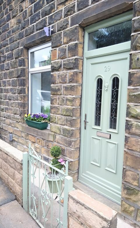 Butterfly Cottage - Amazing! Modern 2 Bed Terrace