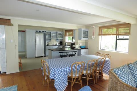 Sea Cottage, ein Einfamilienhaus mit 6 Schlafzimmern in Arniston