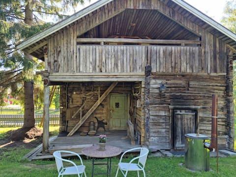 Kodikas hirsimökki - cozy log cottage