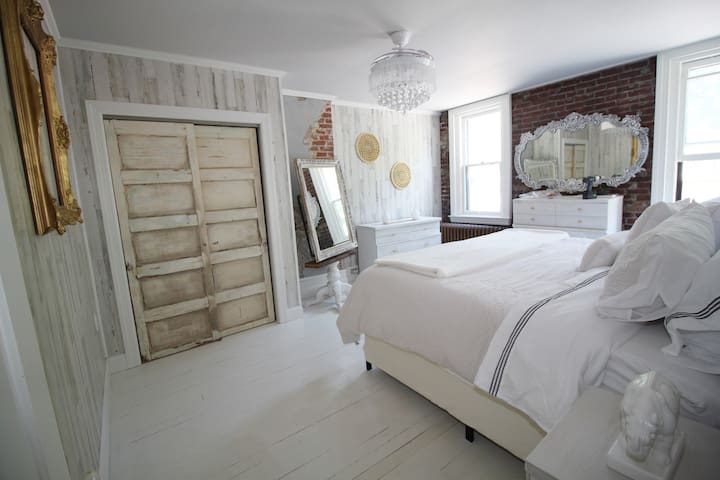 Who wouldn't want to sleep in this master bedroom?  Every single element was custom designed.  Except for the funky modern ceiling fan.  Yes (the remote is on the wall) the blades expand & retract and it becomes a ceiling fan!!  lol