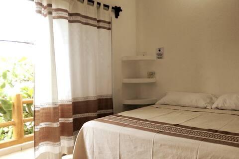 Casa del Abuelo - Baño privado, balcón, A/C, TV.