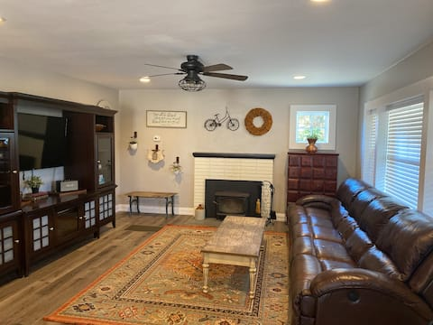 Cozy 2-bedroom home with big outdoor space