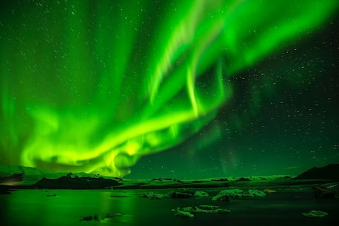 Ideal location Northern Lights ! Magnificent view.