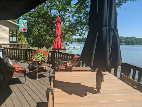 Unique Lakeside Cottage with Paddleboat