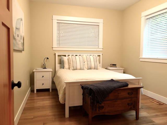 Main floor bedroom (queen bed)