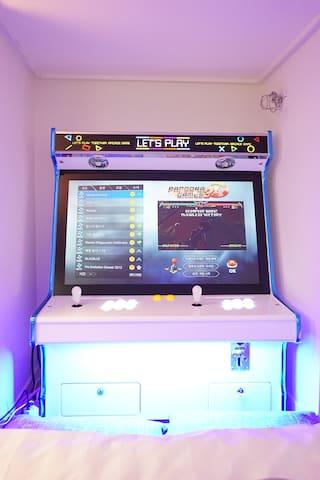 2층 숙소에 오락실 게임기가 있습니다  4000개가 입력되어있으며 남녀노소 하기 좋습니다