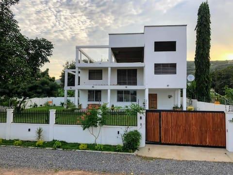 Maison Hibiscus: maison confortable avec grand jardin