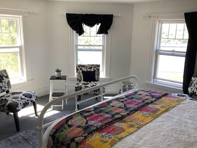 Third floor, honeymoon suite.  One queen, canal view.
