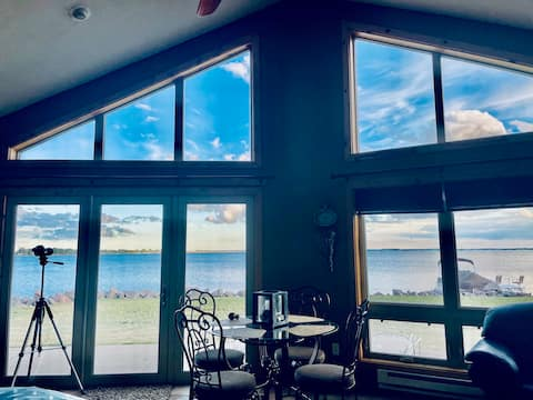 Beautiful year round lake front 3 bedroom 2 bath