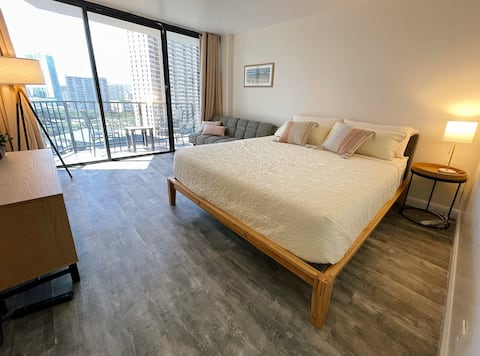 Newly Renovated Studio +Cal-King Bed +Free Parking