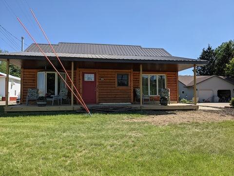 Comfy 2 bedroom Lodge with modern farmhouse decor!