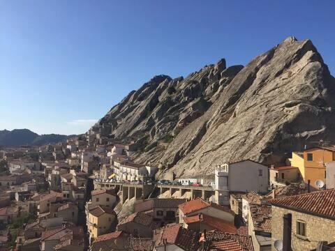 """La Casetta """" La Roccia"""" nel Borgo di Pietrapertosa"""