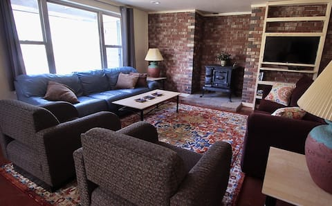 New! Lower Level Ranch Home - 10 mins to Town