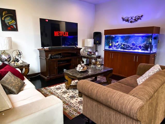 Sala te estar equipada con SMART TV con cable y acceso a internet.