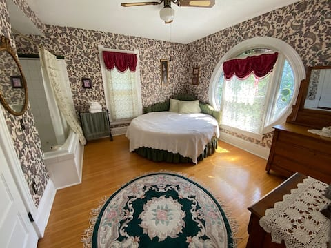 Guest Room in Victorian Style Bed & Breakfast