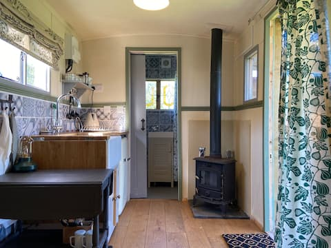 Lovely Shepherds Hut with stunning views.