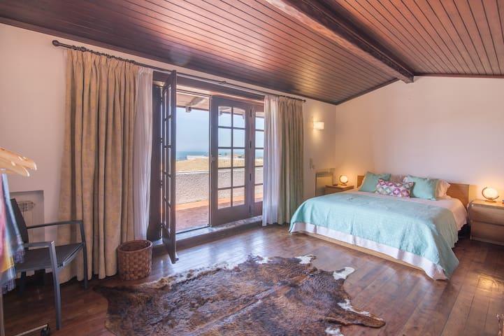 mezzanine room with ocean view