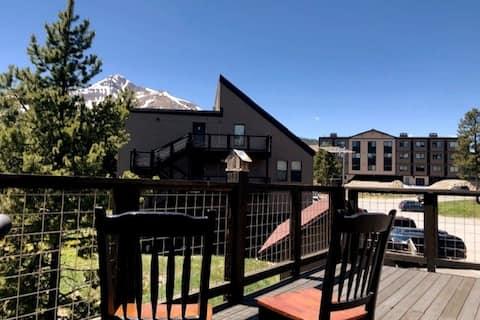 Beautiful Mountain and Lake View Condo
