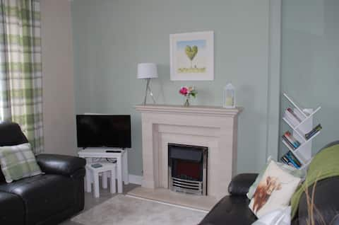 New to Airbnb! Cosy 2 bedroom/3 bed Family Home
