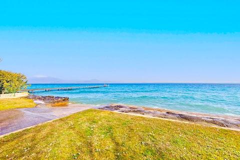 带私人海滩和湖景的城堡