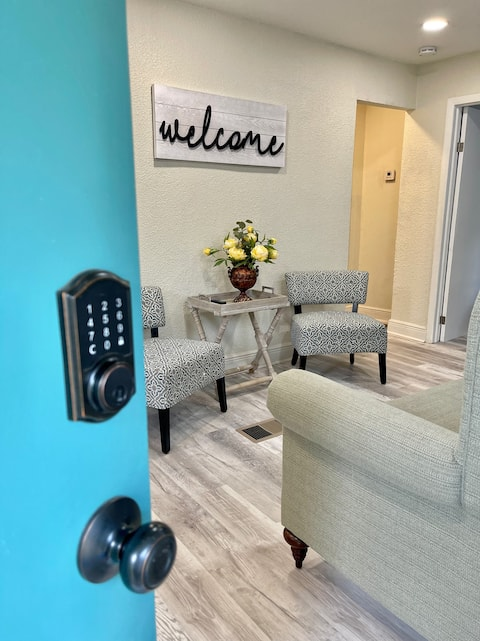 *NEW* Clean, Cozy min to Busch Gardens, with W & D