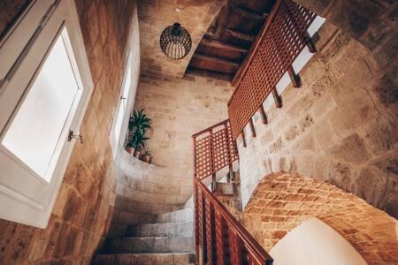 1 Stair to reach Romarin