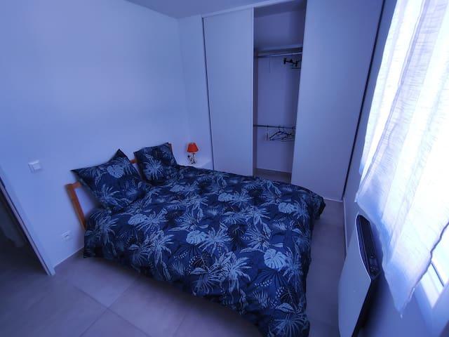 Chambre 2 lit double + placard