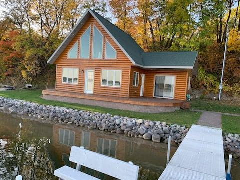 Edgewater Escape - on Paul Lake