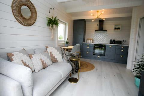 The Paddocks Cabin - Stylish, Cozy & Private