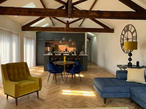 New Barn  Conversion with Private Terrace