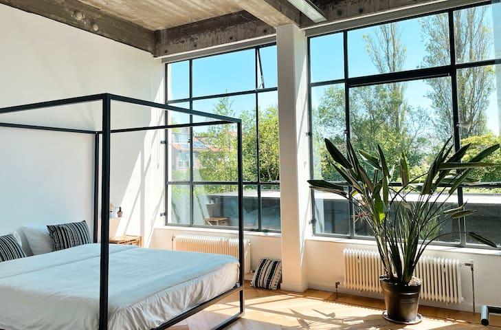 Double bedroom with garden views