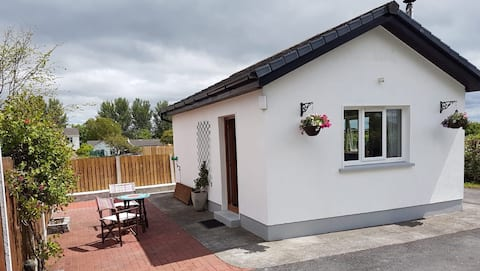 Kinvara Cosy Cottage for Two with Luxury Hot Tub