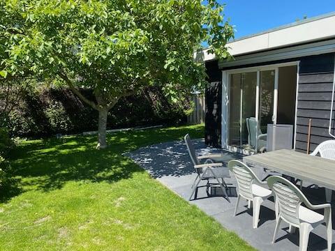 Rustige gelegen woning in Zeeland met ruime tuin 2
