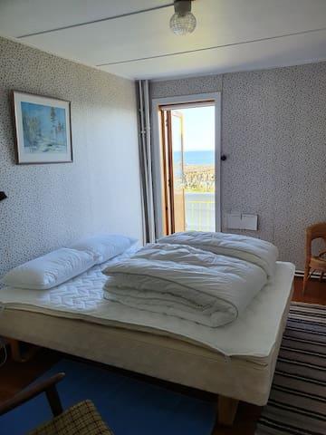 Bedroom 2: bedroom with balcony