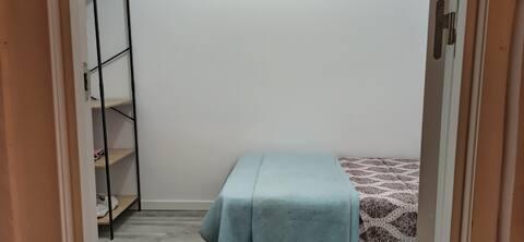 Preciosa habitación interior minimalista en Vigo