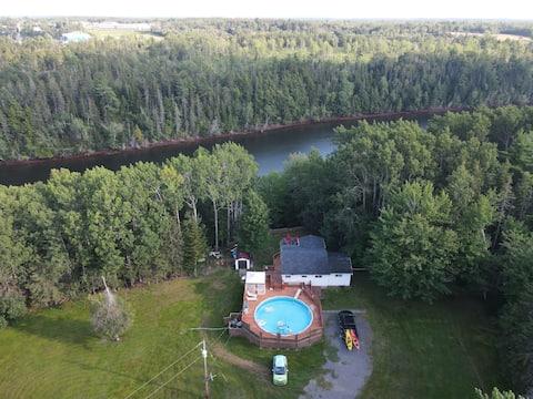 Riverside cottage retreat minutes to Tatamagouche!