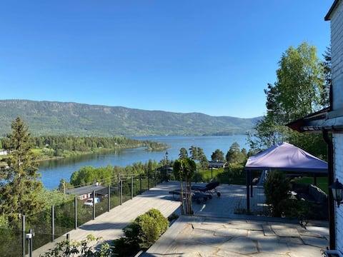Trivelig hytte, nydelig utsikt, båtfeste, kajakk!