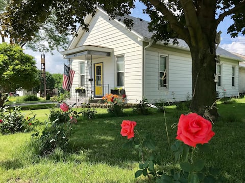 Great Homebase Bungalow 10 Mins to Starved Rock