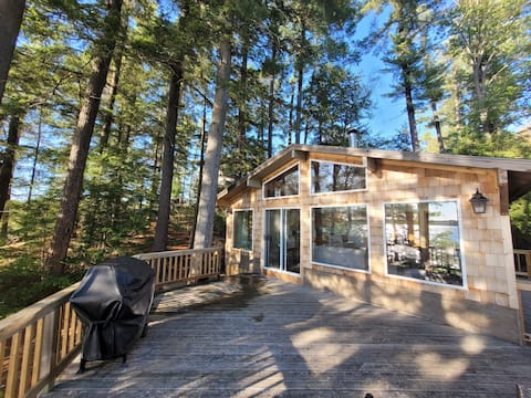 300ft Pristine Lakefront Newly Renovated Cottage