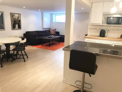 Spacious two bedroom apartment with full kitchen