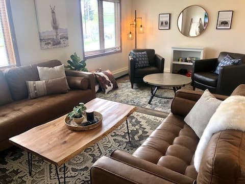 NEW! THE PALMER HOUSE Charming 3 bd home in town!