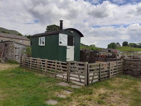 Croft Farm Shepherd's Hut, Hardraw, Pennine Way
