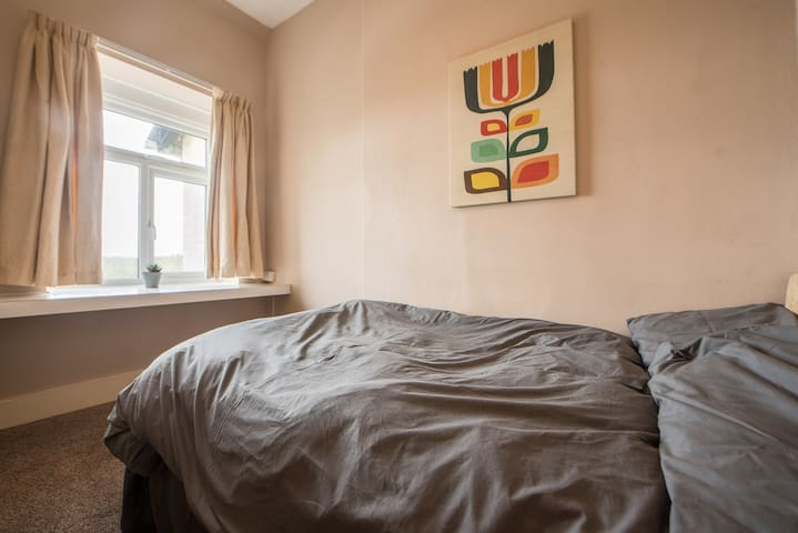 Single room with large (4 foot) single bed and views over Exmoor