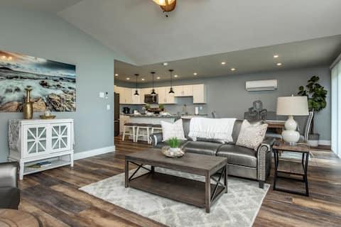 LUX Villa 103 Brand New Sylvan Beach w/ Free WIFI
