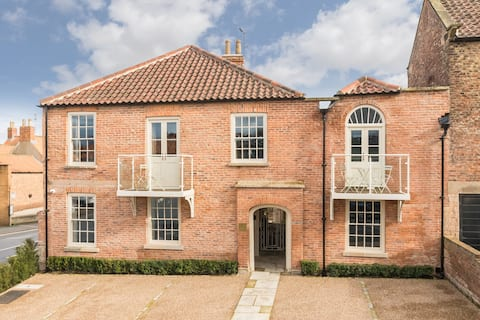 Luxurious apartment in the heart of Malton.