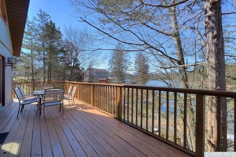 *New Listing* Lakefront Chalet in Resort Community