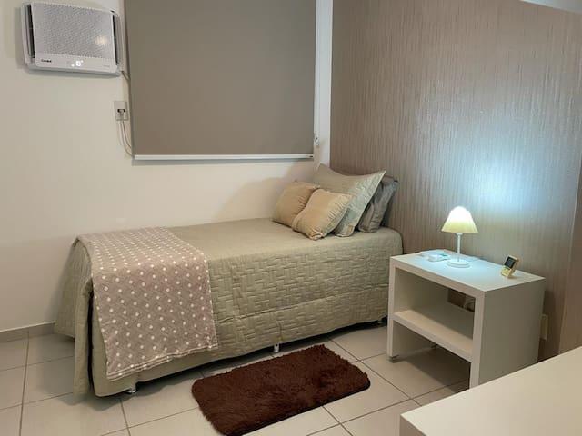 Quartos com Bi-cama, colchão Pelmex e cama auxiliar inferior.