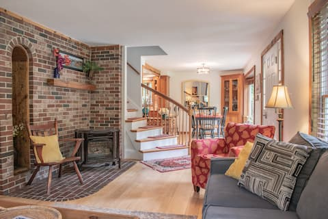 Cheerful, Private 3 Bedroom, 2 Bath Home.  RELAX!