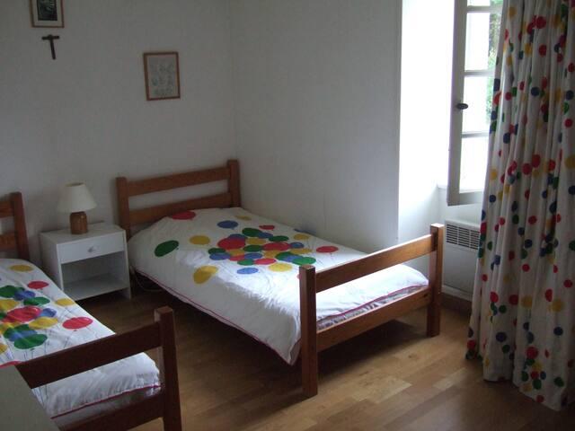 Chambre 3 : avec deux lits simples