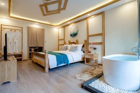 浴缸·两晚免费接火车或飞机·古城内·空调大床房·独立卫生间
